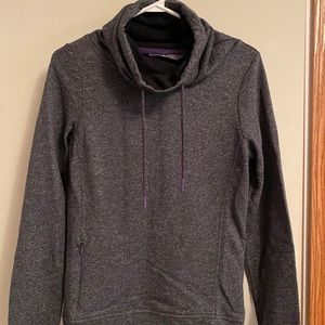 Women Small North Face Sweater